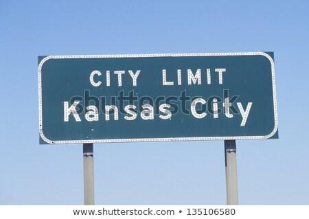 Kansas şehir otoyol işareti yeşil ABD bulut Stok fotoğraf © kbuntu