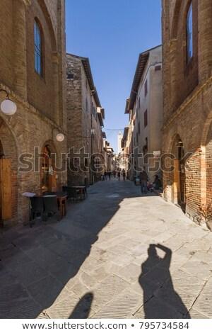 Keskeny utca Toszkána Olaszország torony épület Stock fotó © billperry