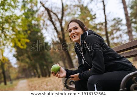 mulher · jovem · dois · maçãs · sorridente · feliz - foto stock © flareimage