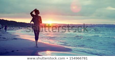 lány · fehér · bikini · sétál · tengerpart · szalmakalap - stock fotó © vlad_star