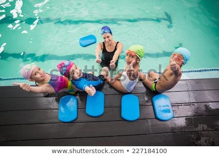 Mannelijke instructeur zwemmen kinderen zwemmen Stockfoto © galitskaya