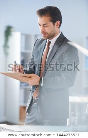 Stock fotó: Fiatal · bankár · készít · jegyzetek · aláírás · szerződés