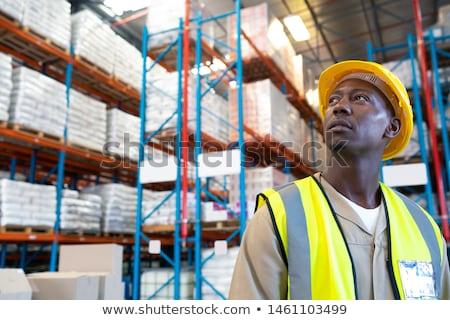 Férfi védősisak gondolkodik fehér kérdőjelek sisak Stock fotó © wavebreak_media