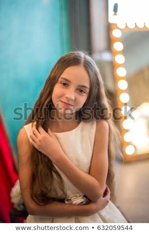 11 anos menina vestido vermelho vermelho concerto vestir Foto stock © RuslanOmega