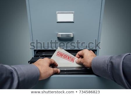 Confidencial informação dobrador metal cadeia trancar Foto stock © AndreyPopov