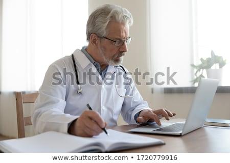深刻 見える 医師 読む ノート デスク ストックフォト © wavebreak_media