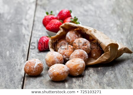 イチゴ 紙袋 古い 木製 春 果物 ストックフォト © Yatsenko