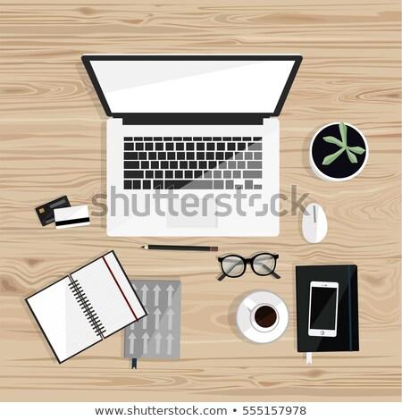 ビジネスマン デスク 作業領域 ノートパソコンのキーボード コーヒー 注記 ストックフォト © manera