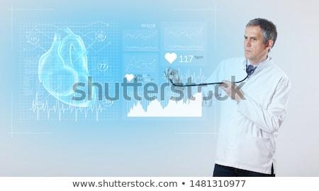 Foto stock: Cardiologista · pesquisa · resultados · experiente