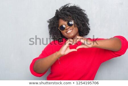 Afro-amerikaanse vrouw zonnebril zomer valentijnsdag emotie Stockfoto © dolgachov