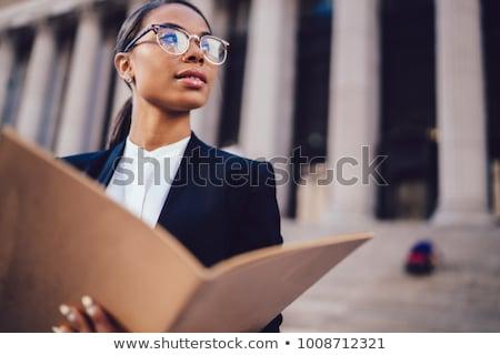 Schwarz weiblichen Rechtsanwalt Gerichtsgebäude Recht Hammer Stock foto © Elnur