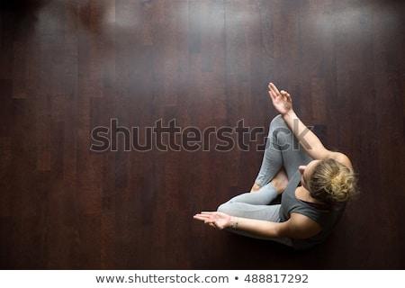 Güzel kadın bacaklar ayakta pozisyon Stok fotoğraf © ziprashantzi