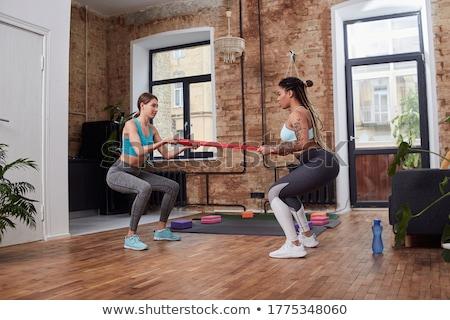 Vrouw training atleet buigen been Stockfoto © dash
