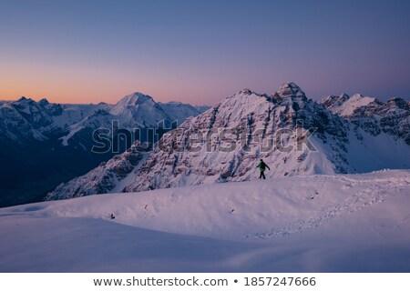 winter · wandelen · actief · paar · buitenshuis · sneeuw - stockfoto © kotenko