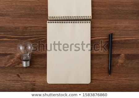 Jegyzettömb villanykörte asztal villanykörte fa asztal fény Stock fotó © fuzzbones0