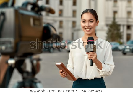 Tv journaliste micro caméra asian permanent Photo stock © RAStudio