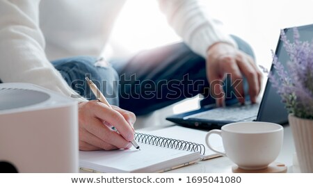 afbeelding · zakenlieden · documenten · vergadering · sofa · kantoor - stockfoto © deandrobot