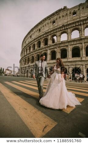 Menyasszony vőlegény esküvő pózol Colosseum Róma Stock fotó © boggy