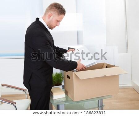 Empresario caja de cartón jóvenes lugar de trabajo oficina Foto stock © AndreyPopov