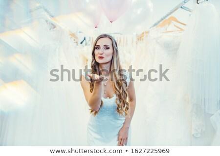 Gelin gelinlik alışveriş kadın düğün Stok fotoğraf © Kzenon