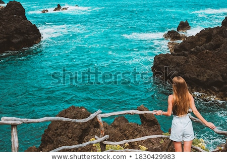 Stock fotó: Turista · nő · lövöldözés · fotó · tenger · tájkép