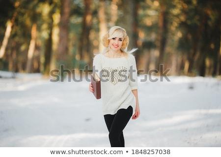Jeunes cute femme fabuleux sourire Photo stock © konradbak
