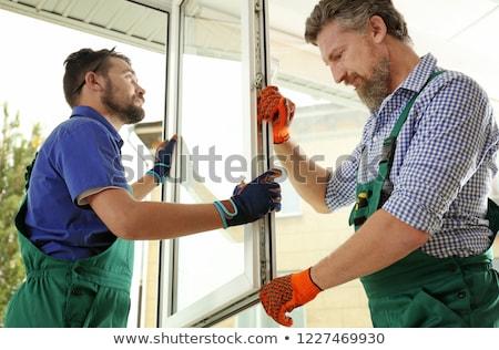 Foto stock: Carpenter Installs The New Window