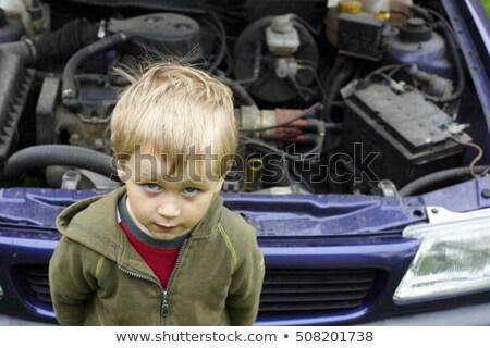 Zdziwiony wnuczka patrząc stary samochód silnika nauki Zdjęcia stock © diego_cervo