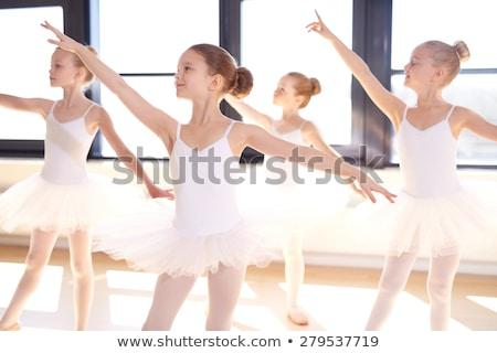 fitt · egészséges · fiatal · táncos · nyújtás · póz - stock fotó © dash