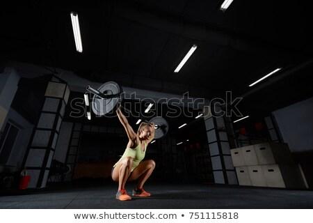 集中的な · 訓練 · 若い女性 · 汗 · タオル · ジム - ストックフォト © chesterf