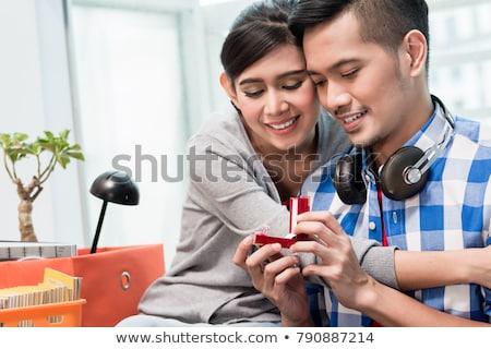 Fiatal indonéz férfi javaslat barátnő helyes Stock fotó © Kzenon
