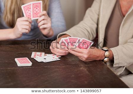 Kız iskambil kartları tablo oynama açık havada Stok fotoğraf © IS2