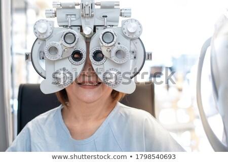 okulista · patrząc · lekarza · oczy · medycznych · zdrowia - zdjęcia stock © monkey_business