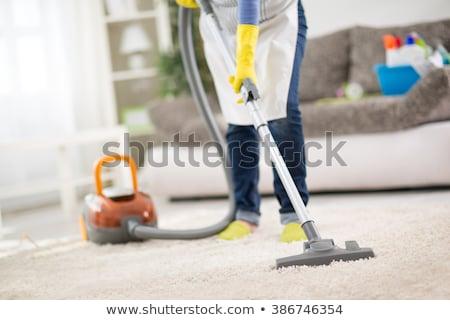 Zawodowych kobiet czystsze czyszczenia dywan kobieta Zdjęcia stock © Elnur