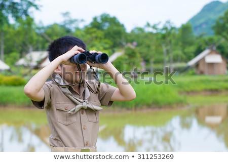 Gyerek fiú felderítő néz illusztráció fiatal srác Stock fotó © lenm