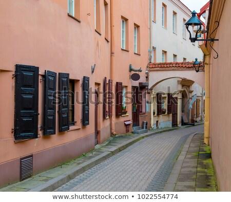Keskeny európai utca Vilnius középkori óváros Stock fotó © vapi