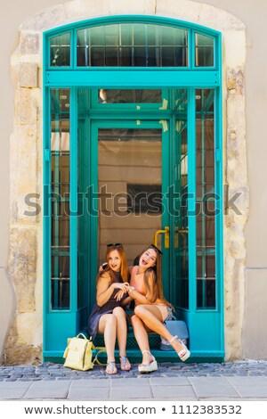 ストックフォト: 現代 · ライフスタイル · 女性 · 座って · 屋外 · ガラス建築