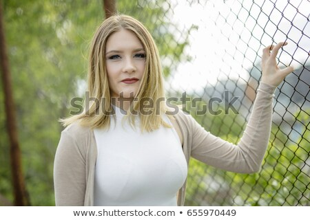 Bastante mulher jovem em pé cadeia link Foto stock © Lopolo