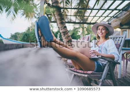 mulher · jovem · laptop · praia · computador · mulher · água - foto stock © moses