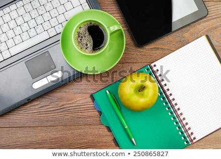 laptop · maçã · secretária · lousa · comida · estudante - foto stock © sandralise