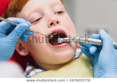 Jonge kind Open computer Blauw shirt Stockfoto © gewoldi