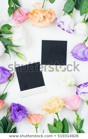 Fresche rose immediato foto rosa tavolo in legno Foto d'archivio © neirfy