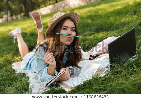 キャンパス · かなり · 女性 · 学生 · ノートパソコン · 図書 - ストックフォト © deandrobot