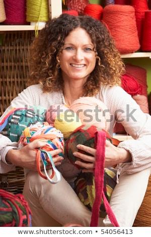 Mujer lana sesión hilados Foto stock © monkey_business