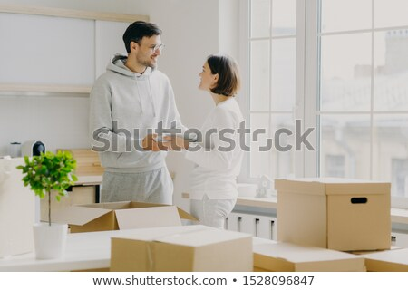 Fotó örvend férj feleség szállít tányérok Stock fotó © vkstudio