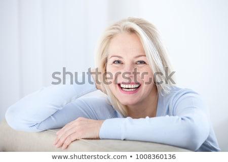Na zewnątrz skupić obraz kobieta niebieski tkaniny Zdjęcia stock © courtyardpix