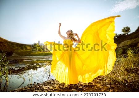 Jaune robe belle femme blonde court Photo stock © disorderly