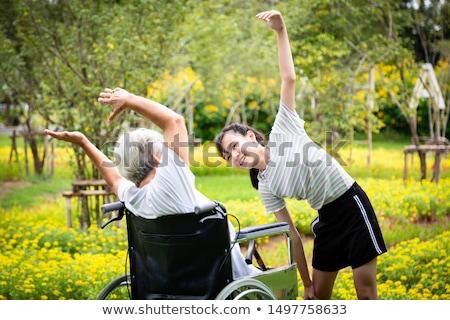 fiatal · nő · testmozgás · park · csinos · napos · idő · fitnessz - stock fotó © lithian