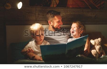 Padre lectura cuento hija ilustración reloj Foto stock © bluering
