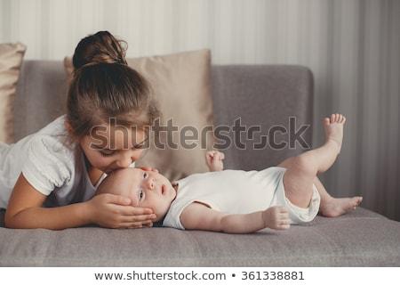 Heureux belle fille bébé soeur blanche Photo stock © svetography